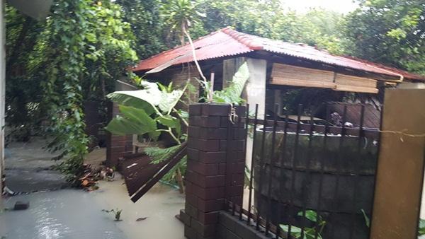 ระยองยังอ่วม! ฝนหนักลมแรงคืนที่ผ่านมาทำหลายหมู่บ้านเมืองระยอง ถูกน้ำป่าหลากเข้าท่วม