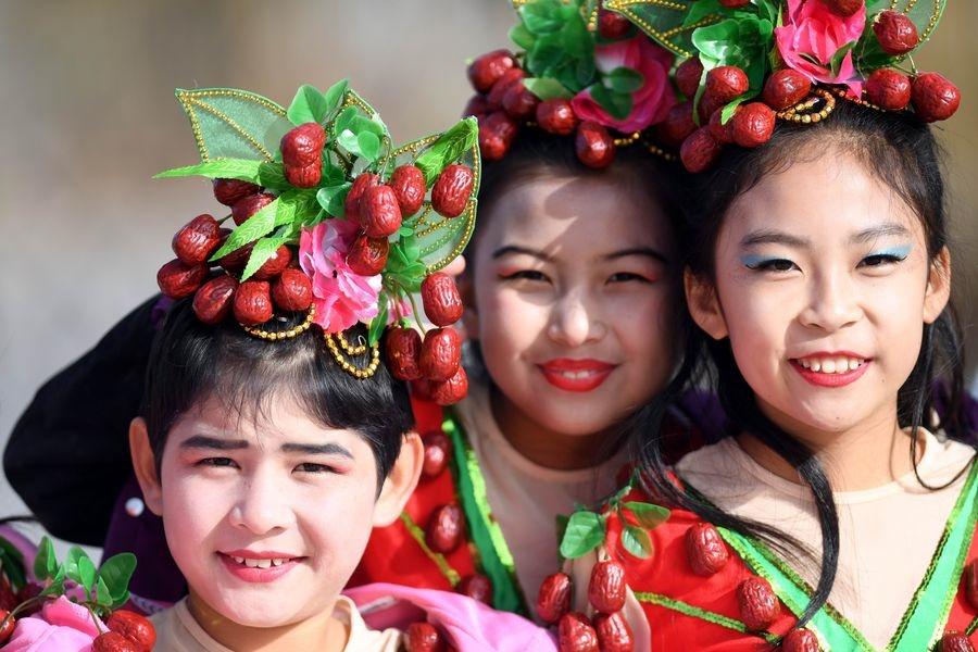 """In Clip: สุดช็อก! รายงานนักวิจัยชาวเยอรมันชื่อดังชี้ """"จีน"""" จับผู้หญิงมุสลิมอุยกูร์ """"ทำหมัน"""" ในซินเจียง"""