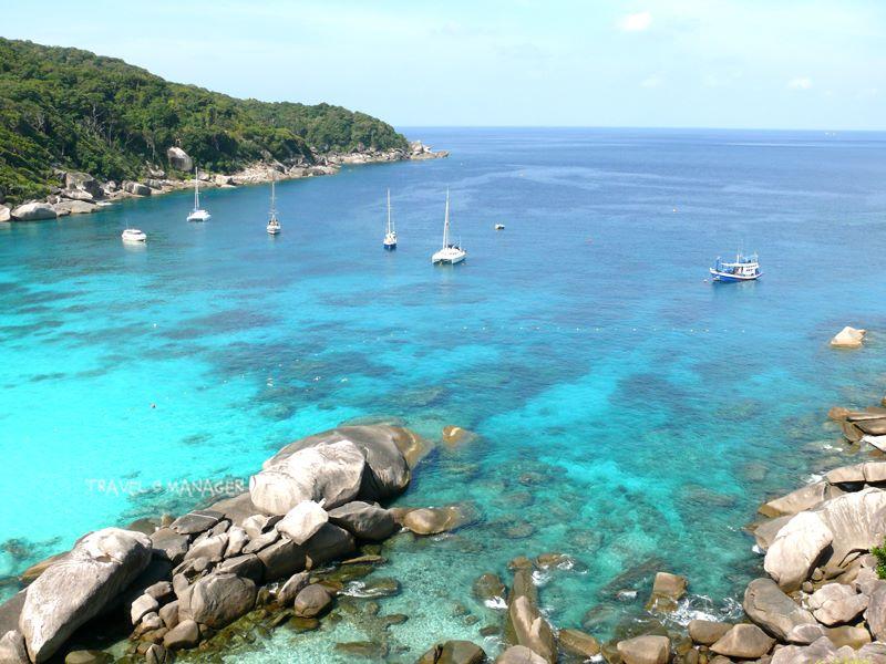 ทะเลใสๆ ในอุทยานแห่งชาติหมู่เกาะสิมิลัน