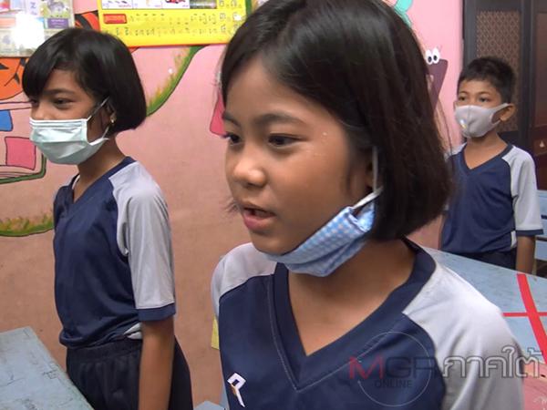 กลุ่มเด็กชาวกัมพูชาโชว์ร้องเพลงชาติไทยในกิจกรรมวันต่อต้านการใช้แรงงานเด็กโลก