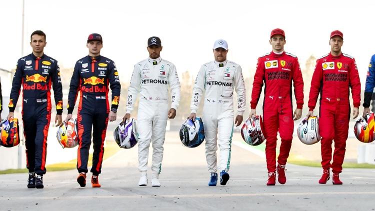 นักแข่ง F1 จ่อร่วมคุกเข่าก่อนสตาร์ทเปิดซีซัน ต่อสู้ความอยุติธรรม