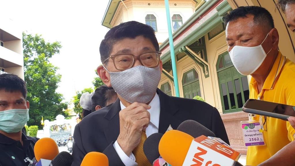 """""""วิษณุ"""" ป้อง """"สมคิด"""" พูดสิงคโปร์ยุบสภา ไม่เกี่ยวไทย แจงนายกฯขอขรก.ใส่เสื้อเหลือง"""