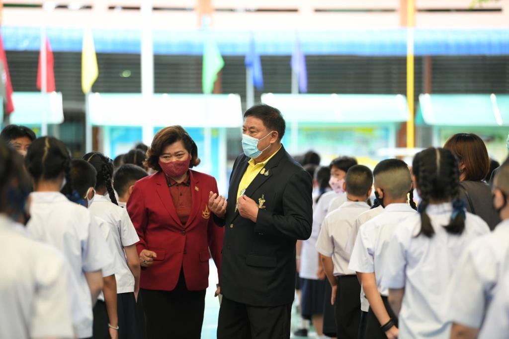 กทม. ลงพื้นที่ดาวกระจายกันลงพื้นที่ตรวจความเรียบร้อยโรงเรียนในสังกัดรับวันเปิดเทอม