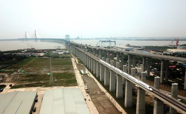 จีนเปิดใช้สะพานข้ามแยงซี หนานถงไปเซี่ยงไฮ้ เดินทางสะดวกทั้งรถยนต์ รถไฟ
