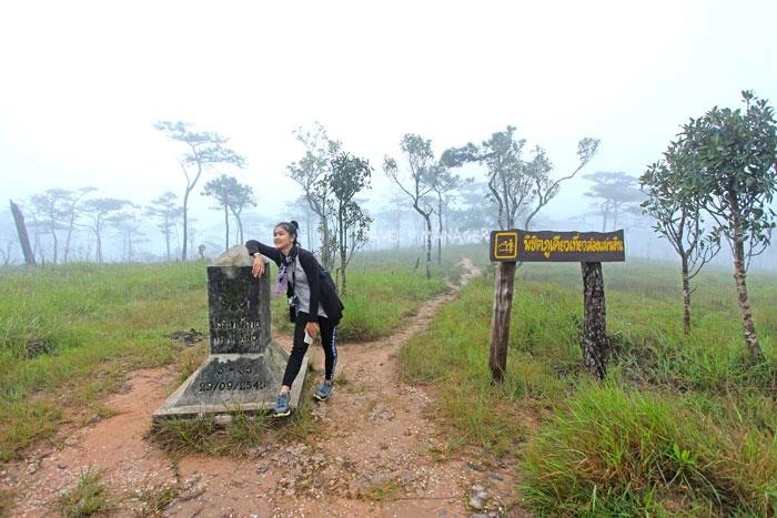 หลักเขต 2 แผ่นดิน ชายแดนไทย-ลาว