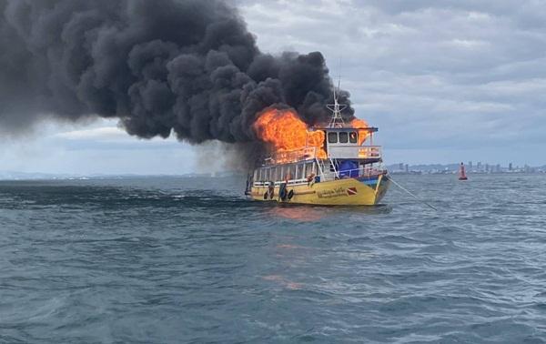 เผยเหตุเรือไหม้กลางทะเลเกาะล้านที่แท้กัปตันนั่งจิบกาแฟจนลืมแกงที่อุ่นทิ้งไว้