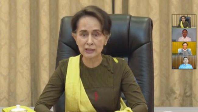 ภาพจากหน้าเพจเฟซบุ๊ก Aung San Suu Kyi.