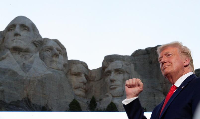 In Pics: 'ทรัมป์' ปราศรัยวันชาติที่ 'เขารัชมอร์' จวกม็อบฝ่ายซ้ายรื้อรูปปั้น 'ทำลายปวศ.อเมริกัน'