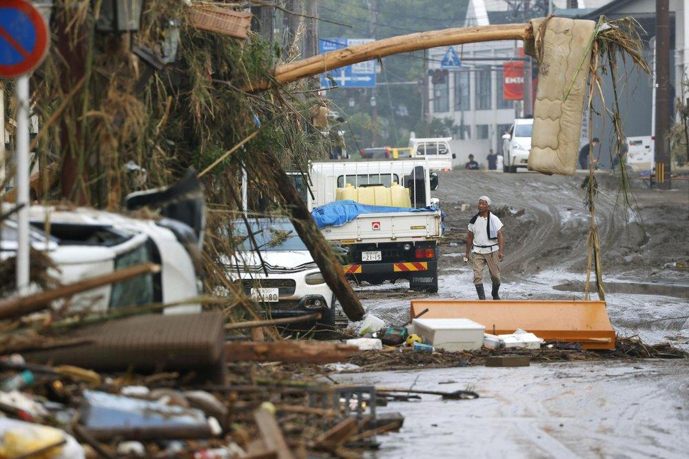 น้ำท่วมญี่ปุ่นคร่าชีวิตอย่างน้อย 34 ราย เตือนโคลนถล่มซ้ำ-เก็บกู้ศพยากลำบาก