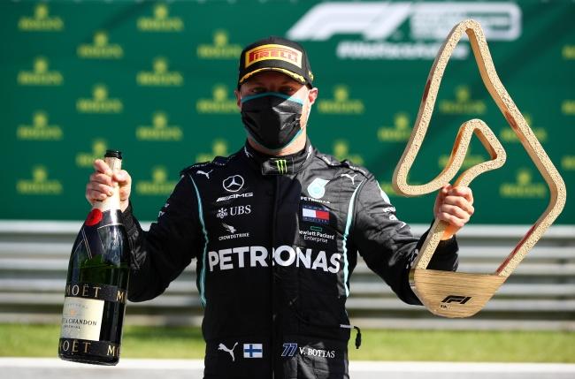 """""""บ็อตทาส"""" ซิ่งม้วนเดียวจบเปิดซิงแชมป์ F1 รีสตาร์ท """"อัลบอน"""" ชนวืดโพเดียม"""