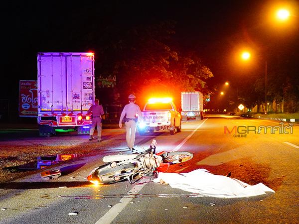 สลด! วัยรุ่นเมืองลุงขี่รถ จยย.พุ่งชนท้ายรถบรรทุก 6 ล้อเสียชีวิตคาที่