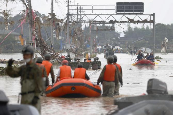 สลด!ญี่ปุ่นเจอน้ำท่วมหนักตายแล้ว52ศพ 'โควิด'ทำอพยพลำบาก,คนชรานั่งรถเข็นหนีไม่ทันเสียชีวิตนับสิบ