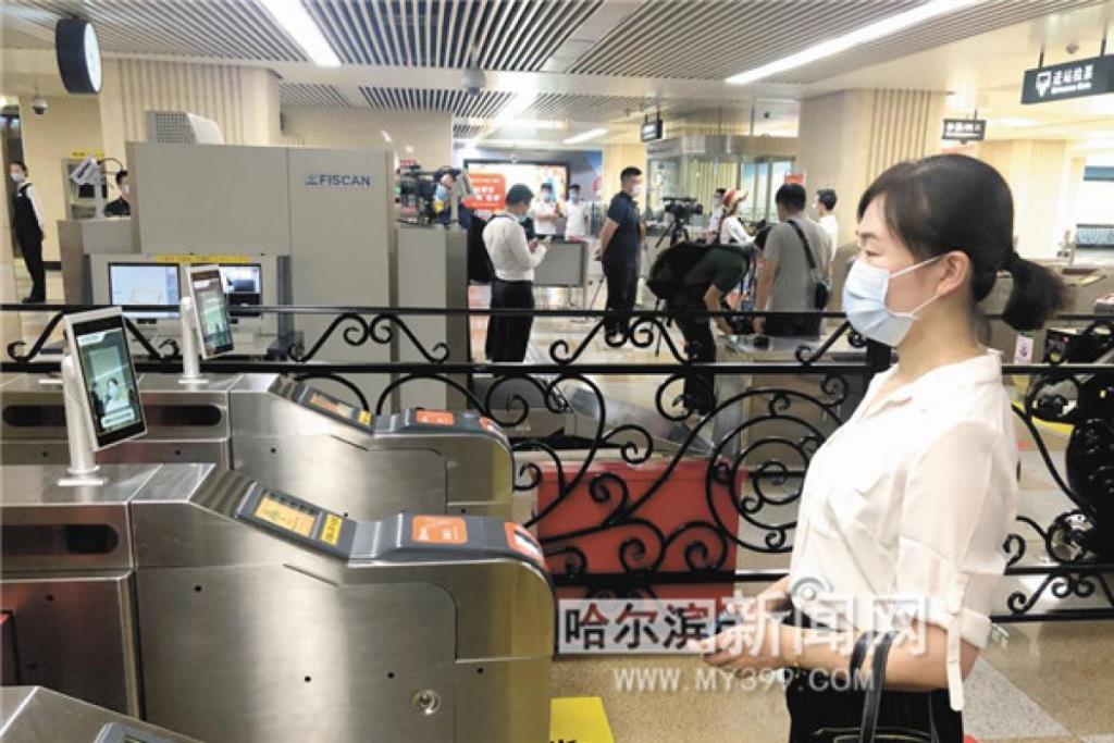 รถไฟใต้ดินฮาร์บินสะดวกสบายขั้นสุด สแกนทะลุหน้ากากแทนใช้ตั๋วเข้าสถานี