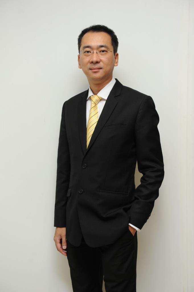 นายคมกฤต มีคำสัตย์ กรรมการผู้จัดการ สายงานตลาดทุน บริษัทหลักทรัพย์ อาร์ เอช บี (ประเทศไทย) จำกัด (มหาชน)