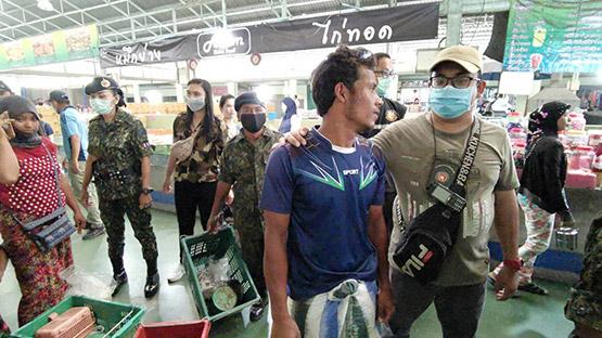 ปทุมธานีจับต่างด้าวพม่าเปิดร้านขายของโดยไม่ได้รับอนุญาติ