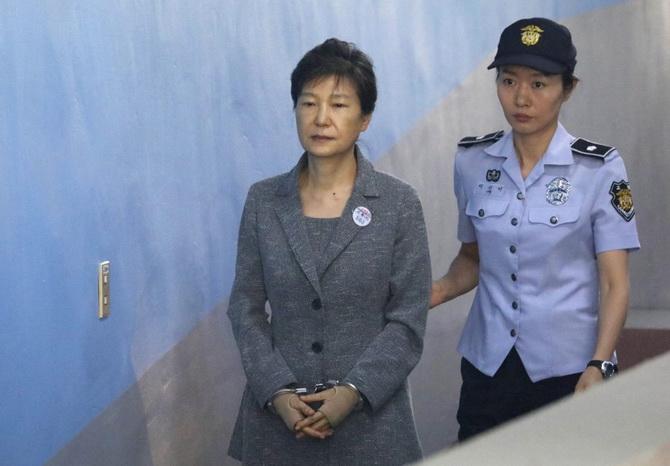 ศาลเกาหลีใต้ลดโทษจำคุก10ปีให้อดีตประธานาธิบดีหญิงในคดีทุจริต
