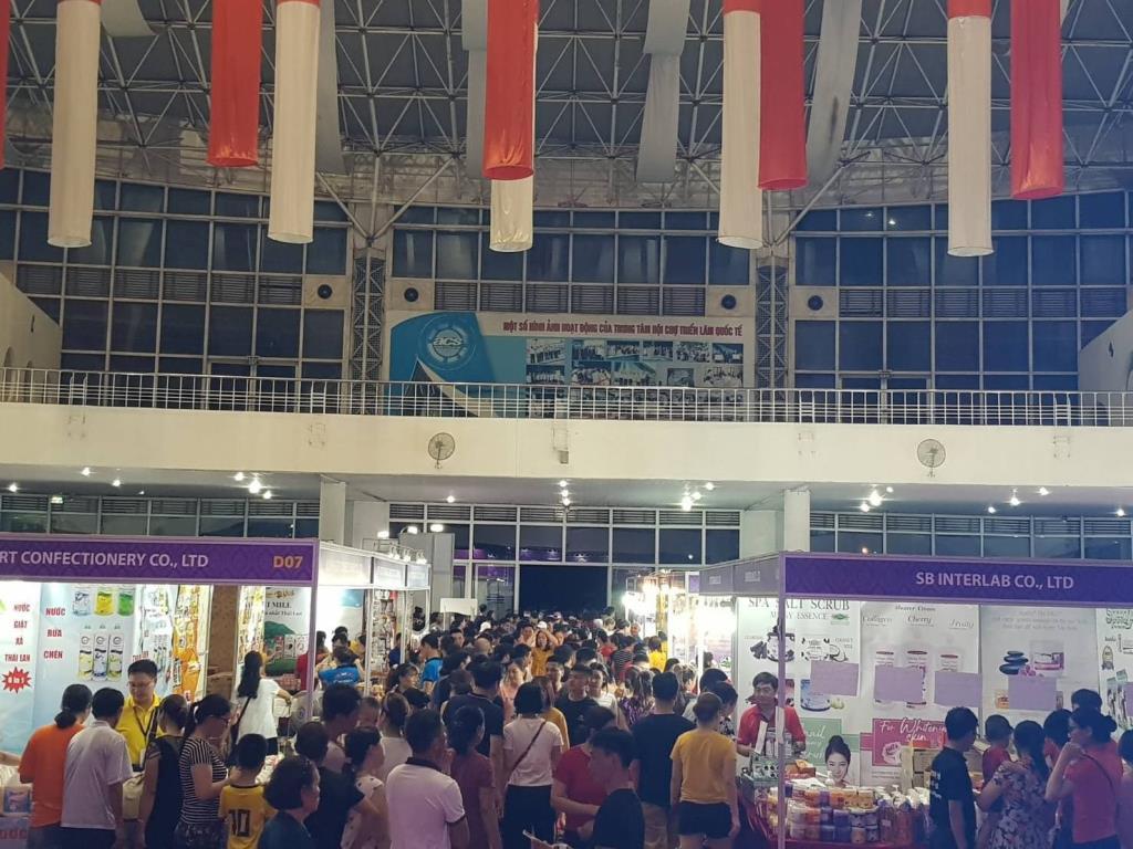 """""""พาณิชย์""""เผยงาน Mini Thailand Week 2020 ที่ไฮฟองสุดฮอต ชาวเวียดนามแห่ซื้อสินค้าไทย"""