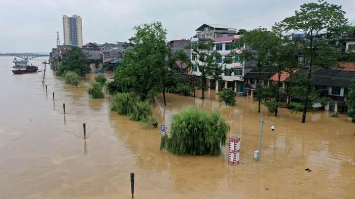 น้ำหลากท่วมทะลักเข้าอำเภอหรงอันในเขตปกครองตนเองกว่างซีจ้วงทางตอนใต้ของจีน วันที่ 11 ก.ค. 2020--แฟ้มภาพซินหัว