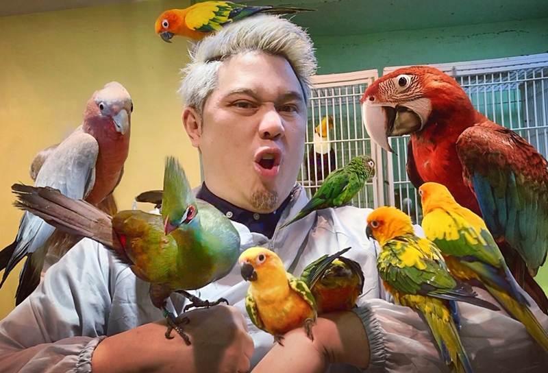 """""""ชัยลดล โชควัฒนา"""" ทายาทสหพัฒน์ หนุ่มพังค์ที่ชอบเลี้ยงนก"""
