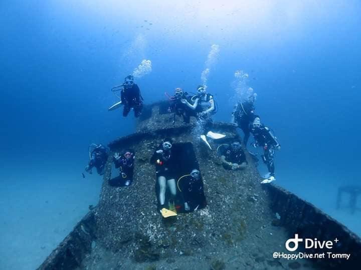 """""""วราวุธ ทส.""""เตือนนักท่องเที่ยวนั่งถ่ายภาพบนซากเรือ ต้นเหตุทำลายทรัพยากรปะการัง สั่งกรมทะเลฯ ตรวจสอบพร้อมเร่งประกาศมาตรการท่องเที่ยวดำน้ำ"""