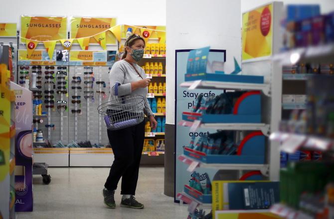 เพิ่งคิดได้! อังกฤษกลับลำบังคับสวมหน้ากากเข้าห้าง-ซูเปอร์มาร์เก็ต ป้องกันโควิด-19
