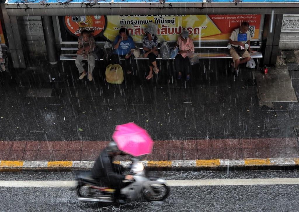 วันนี้ฝนกระหน่ำ! อุตุฯ เตือน 39 ฝนตกหนัก ระวังน้ำป่า-น้ำท่วมฉับพลัน กทม.-ปริมณฑล เมฆมากฝนร้อยละ 40