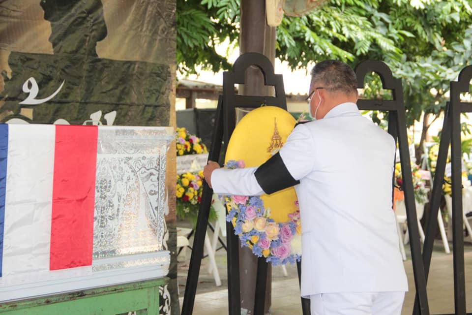 ในหลวง โปรดเกล้าฯ ให้ ผวจ.ปัตตานีเชิญพวงมาลาหลวงวางหน้าหีบศพ อส.ทพ.เหยื่อไฟใต้