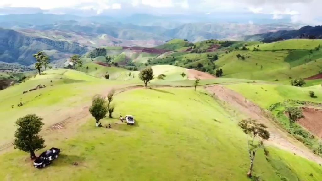 """นายก อบต.บ่อสลีชวนเที่ยว""""ดอย360องศา""""ชมวิวสวยรอบทิศทางกลางทุ่งหญ้ากว้างยอดดอย"""