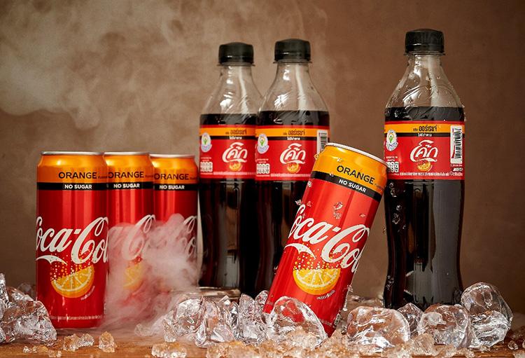 """""""โคคา-โคล่า"""" ตอกย้ำผู้นำตลาดน้ำอัดลมในประเทศไทย ส่ง """"โค้ก สูตรไม่มีน้ำตาล กลิ่นออร์เรนจ์"""" เซอร์ไพรซ์ """"ซ่า ซ่อน กลิ่นส้ม"""""""