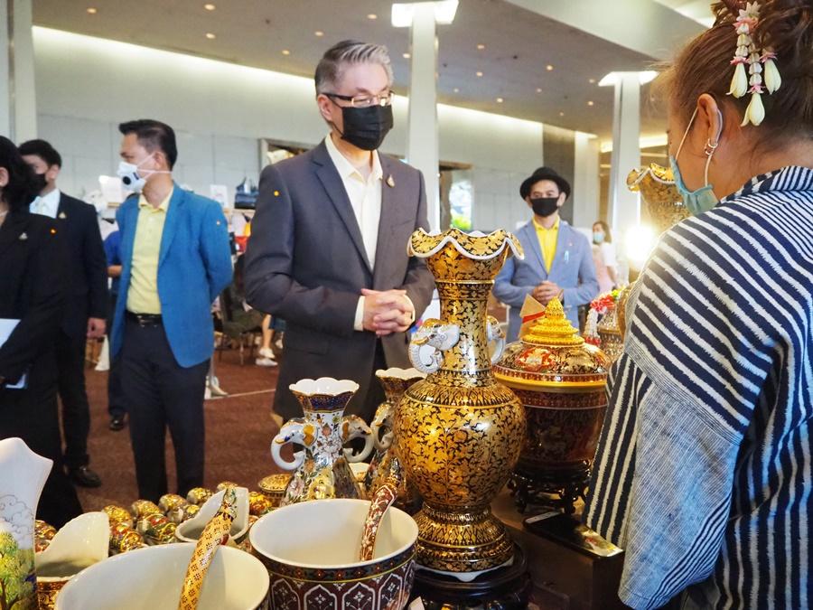 """ก.อุตฯ จับมือ สยามพิวรรธน์ กันตนา ชวนเที่ยว """"ตลาดนัดดารา"""" พบร้านค้ากว่า 200 กิจการ จากผู้ประกอบการคนบันเทิง"""