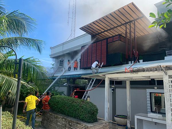 ไฟไหม้บ้านนายกเทศมนตรีเทศบาลนครยะลา จนท.เร่งเข้าช่วยคุมเพลิงโชคดีไร้คนเจ็บ