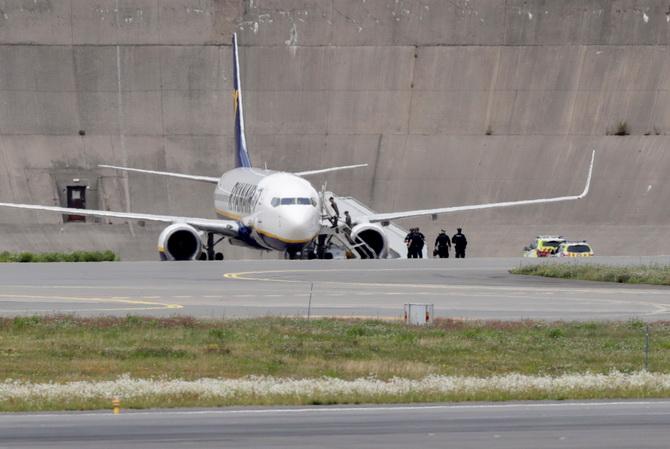 ระทึก!เครื่องบินไรอันแอร์ถูกขู่บึ้ม ส่งF16เข้าประกบพาลงจอดฉุกเฉินในนอร์เวย์