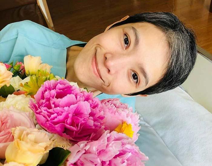"""""""นิ้ง"""" สดใสขึ้น ขอบคุณ """"เฮียฮ้อ"""" ส่งดอกโบตั๋น ดอกไม้สุดโปรด ด้าน กบ สุวนันท์ - ติ๊ก กัญญารัตน์ ส่งดอกไม้ให้กำลังใจ"""