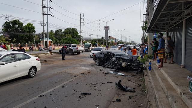 เกิดอุบัติเหตุซ้อน บนถนนเพชรเกษม รถชนกันหลายคัน เจ็บ 6 ราย