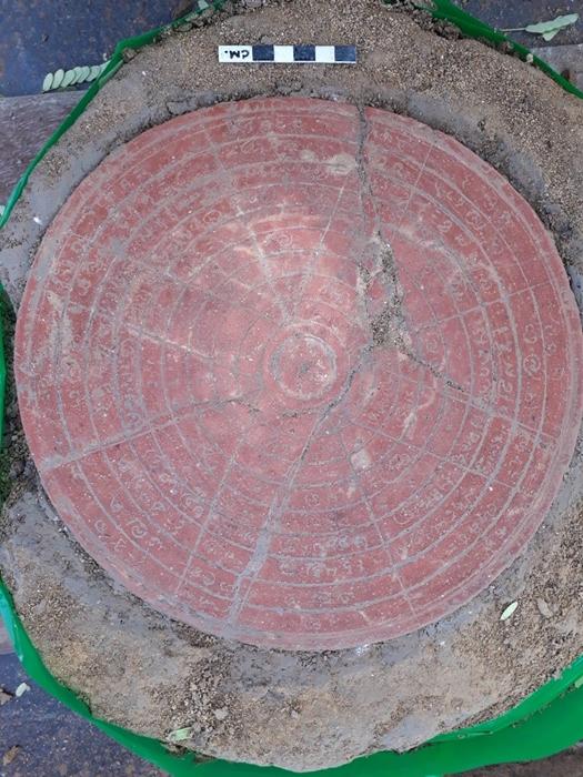 """กรมศิลป์ ขุดโบราณสถาน""""โคกแจง"""" พบ""""แผ่นฤกษ์""""อายุพันปี"""