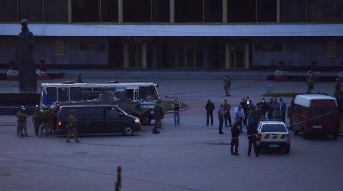 ข้อเรียกร้องแสนประหลาด!คนร้ายพกระเบิดยึดรถบัสในยูเครนยอมจำนน ยุติวิกฤตจับตัวประกันนานหลายชม.