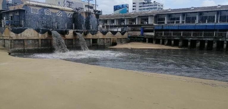 พัทยาท่วมอีก !!หลังฝนหนักเพียงชั่วโมงพบน้ำขังรอระบายสูงกว่า 60 ซม.