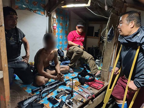 ตร.สงขลาบุกรวบตัวนักค้ายาเสพติดรายสำคัญคาบ้านพักหลังหลบหนีนาน 2 ปี