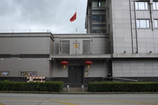 จีนเล็งสั่งลด จนท.สถานกงสุลสหรัฐฯ ตอบโต้มะกันปิดสถานกงสุลจีน