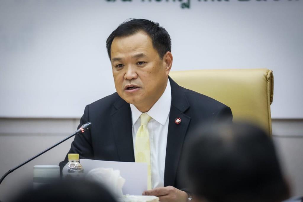"""""""อนุทิน"""" แจงงบ 600 ล้าน ใช้จองวัคซีนโควิดจาก """"ออกซ์ฟอร์ด"""" เผยจับตาไว้อีกหลายตัว หวังช่วยคนไทยเข้าถึง"""