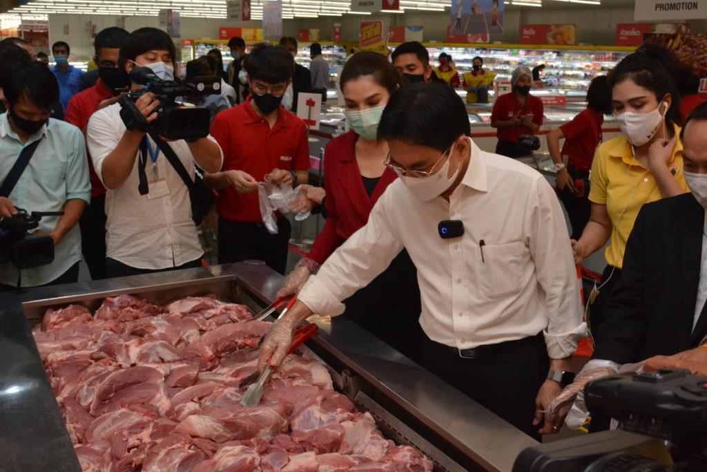 """""""จุรินทร์""""จัดให้ จับมือห้างขายหมูเนื้อแดงกิโลละ 130 บาท ลดค่าครองชีพผู้บริโภค"""