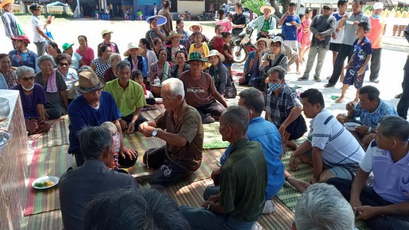 """ชาวนาอุดรไม่ทน!ทำพิธีเซียงข้องไล่ """"แม่แล้ง""""ออกจากหมู่บ้าน เปิดทางฝนตกฟื้นชีพต้นข้าว"""