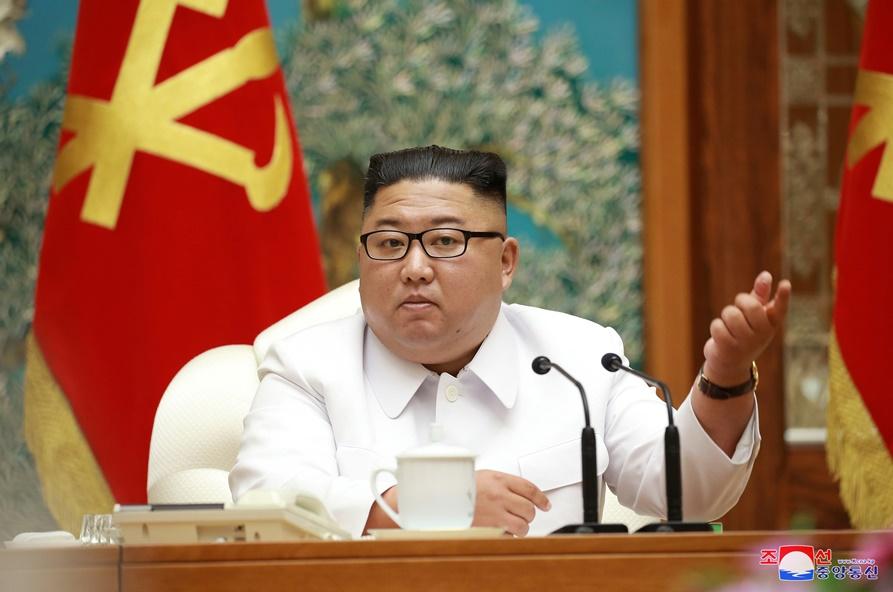"In Clip: ""คิม จองอึน"" ประกาศภาวะฉุกเฉิน อ้างมี ""เกาหลีเหนือแปรพักตร์"" ติดเชื้อข้ามจากเกาหลีใต้-ปธน.บราซิล มีผลตรวจโควิด-19 เป็นลบ ""สหรัฐฯ"" ตายพันคน"