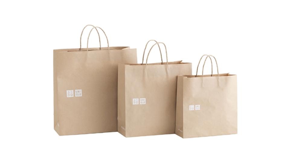 """""""ยูนิโคล่"""" ในไทยเลิกแจกถุงพลาสติก ขายถุงกระดาษใบละ 2 บาท บริจาคมูลนิธิช่วยชีวิตสัตว์ป่า"""