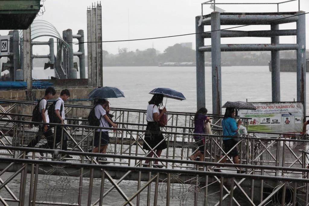 อุตุฯ เตือนรับมือมรสุม 28-31 ก.ค. ฝนเพิ่มมากขึ้น วันนี้ใต้ยังมีฝนตกต่อเนื่อง กทม.โดนร้อยละ 30