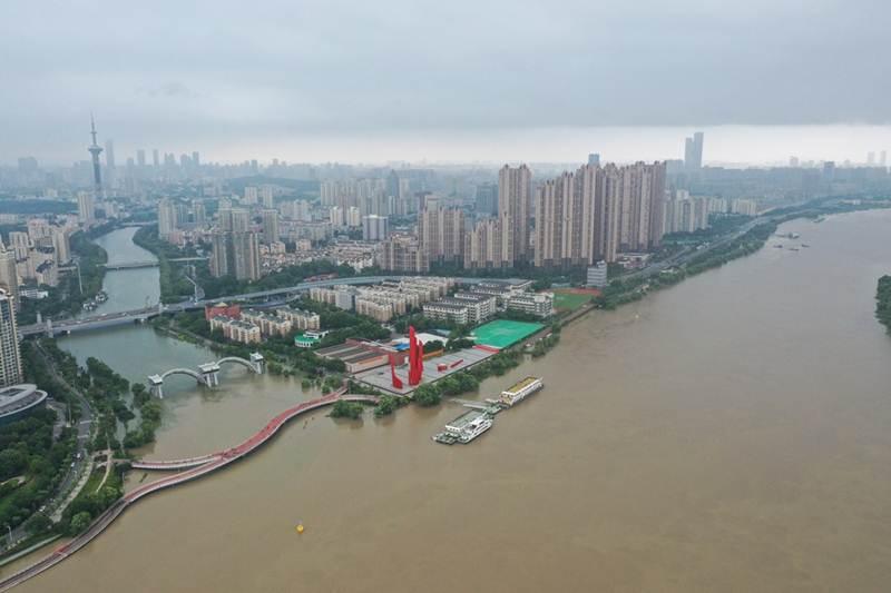 แม่น้ำแยงซีในเมืองหนานจิง มณฑลเจียงซูทางตะวันออกของจีน วันที่ 13 ก.ค. 2020-แฟ้มภาพซินหัว