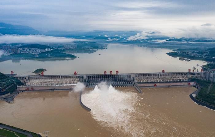 อ่างเก็บน้ำเขื่อนสามผากลางแม่น้ำแยงซีในมณฑลหูเป่ย เปิดประตูระบายมวลน้ำหลากระลอกสองของปี วันที่ 17 ก.ค. 2020--แฟ้มภาพซินหัว