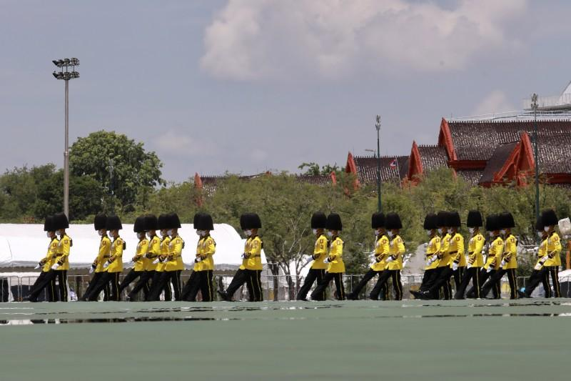 ยิ่งใหญ่สมพระเกียรติ สามเหล่าทัพยิงสลุตหลวง 21 นัด เฉลิมพระเกียรติในหลวง เนื่องในวันเฉลิมพระชนมพรรษา