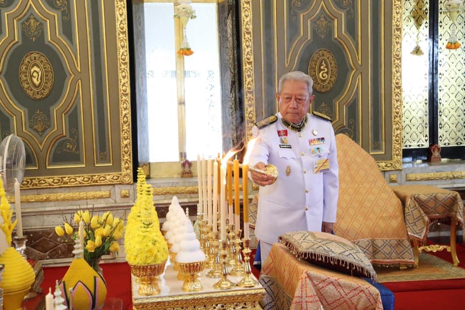 ในหลวง โปรดเกล้าฯ ประธานองคมนตรี บำเพ็ญพระราชกุศลถวายภัตตาหารเพล เนื่องในวันเฉลิมพระชนมพรรษา
