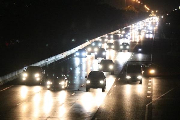 ถนนสายเอเชีย – ถนนพหลโยธิน การจราจรหนาแน่นประชาชนเร่งเดินทางกลับเข้ากรุงเทพ
